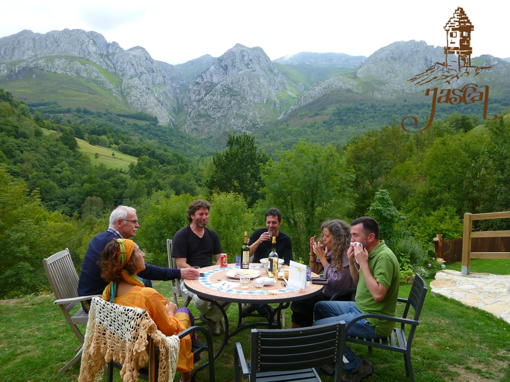 Meeting friends in Jascal, Picos country cottages in Asturias