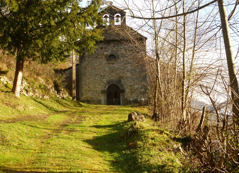 Rural chapel in Berodia de Cabrales - Jascal, Picos country cottages in Asturias